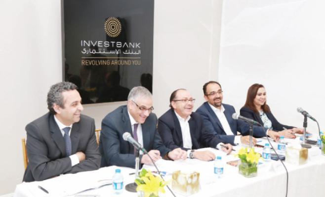رئيس مجلس ادارة البنك الاستثماري بشر جردانة (وسط) يترأس اجتماع الهيئة العامة أمس - (من المصدر)