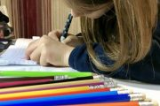 هل تبعد الاجهزة الرقمية أطفالنا عن إستخدام الأقلام؟